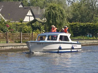 Thumb dayboat on the norfolk broads
